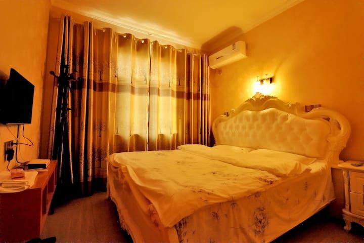 西塘景区阾近景区入口---浪漫满屋(1.8米浪漫大床房 提供西塘汽车站免费接站哦)