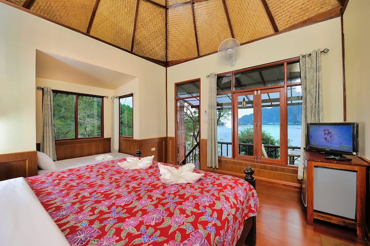 Awesome Bungalow in Remote Phi Phi Bay!