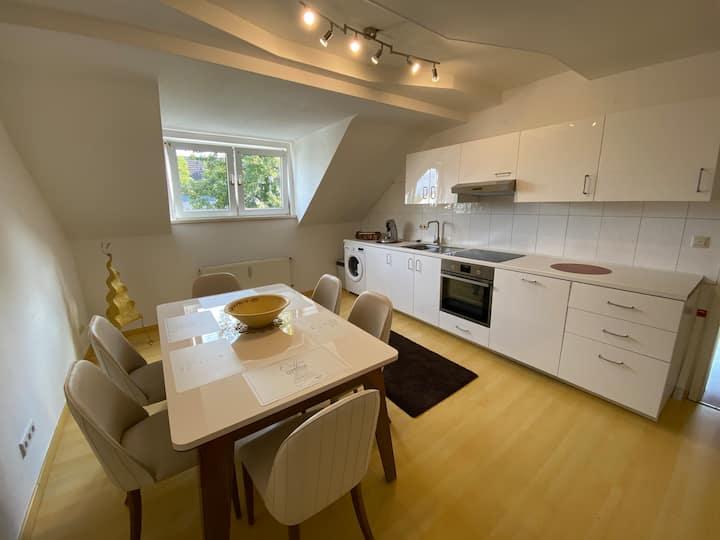 Ruhige luxuriöse Maisonette Wohnung