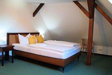 gemütliches Doppelbett Apartment