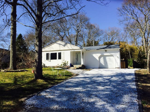 Charming house with bamboo forest - Moriches