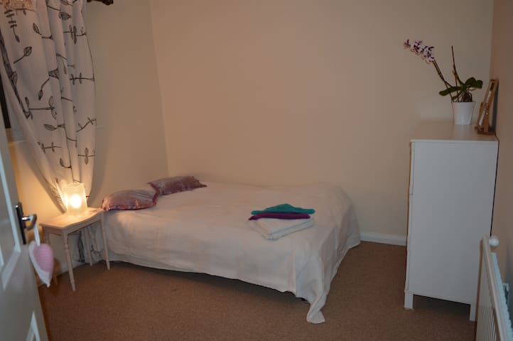 MANCHESTER, Cosy Room For Two - Eccles - Ev