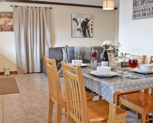 THE BUTTERY - Coastal Wood Holidays - Near Tenby - Pendine - House