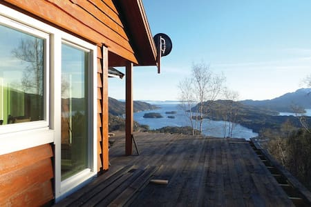 4 Bedrooms Home in  #1 - Holmefjord