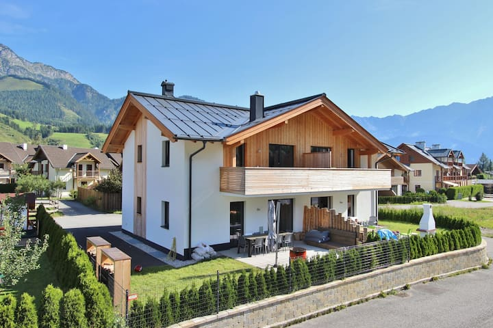 Luxury Holiday Home with Garden in Leogang