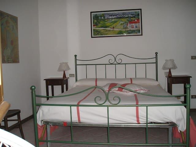 Indipendent apartment close to Assisi - Bevagna - Apartotel