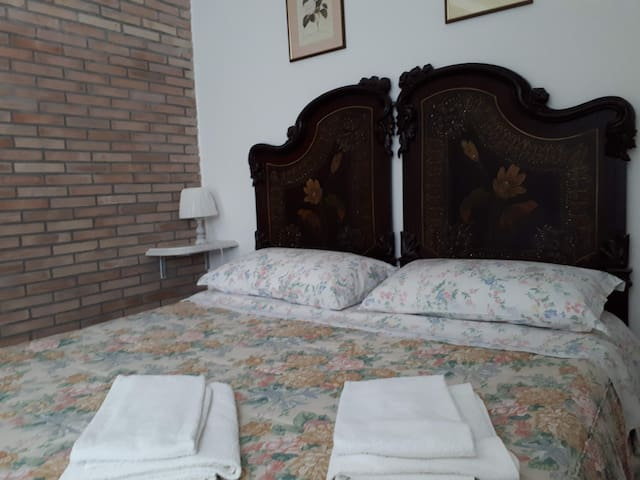 ROSATHEA ROOM