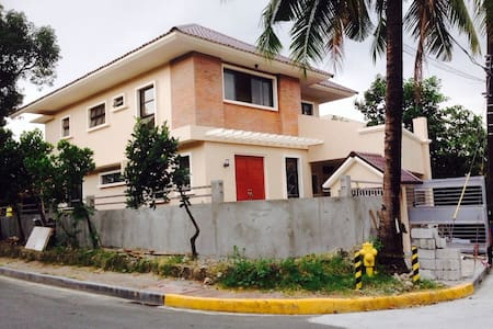 BDRM FOR RENT  IN GATED COMMUNITY - Manila - House