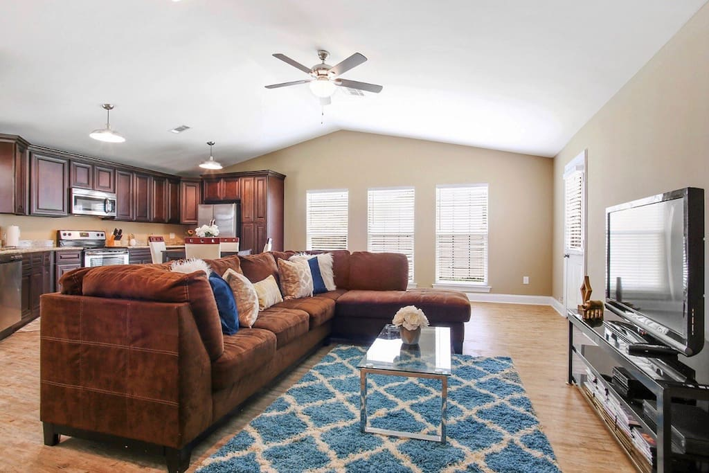Spacious Living Room with Large Flat Screen TV!!