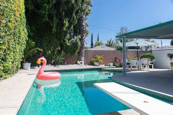 LOS ANGELES HOME W/POOL & RETRO STYLE-STUDIO CITY