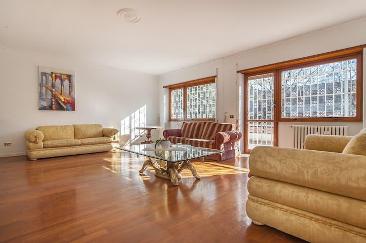 EUR Luminous and Large Family Terrace Apartment