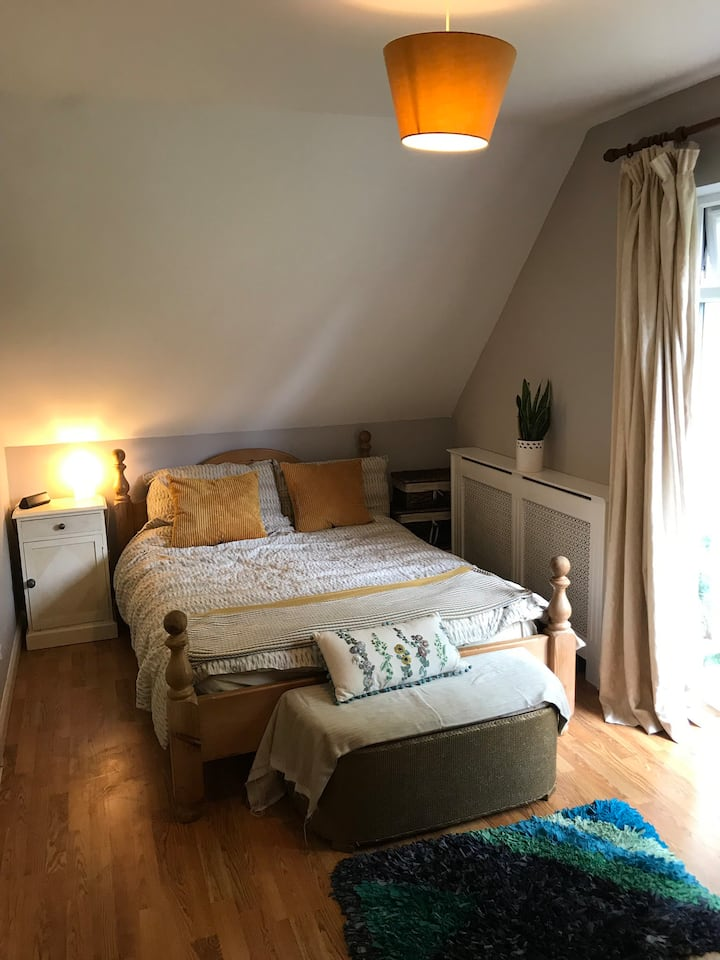 Private 1 bed flat with lounge and small kitchen