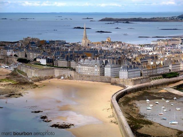 Vielle ville Saint-Malo, cité corsaire