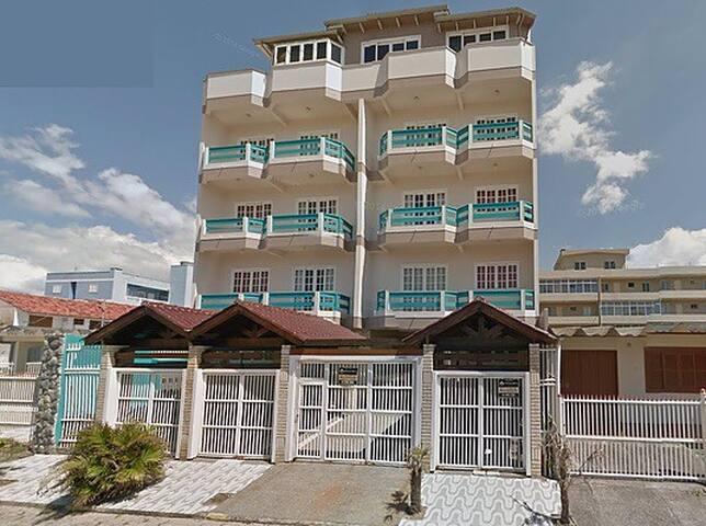 Apartamento com piscina a 50m do mar 🌊