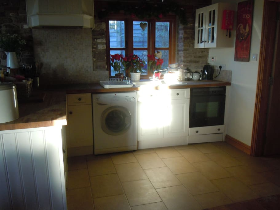 L shaped Kitchen has a washing machine