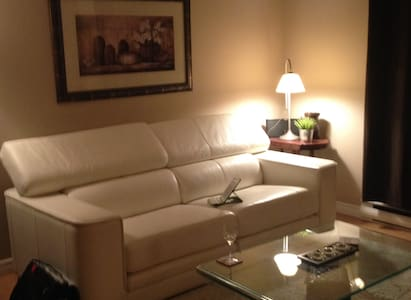Beaconsfield 1 bedroom condo beautifully decorated - Beaconsfield - Lejlighed