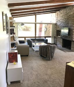 Mid Century Home near Downtown - Hus