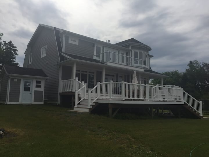 Private New Home/ Cottage..  Ocean Frontage