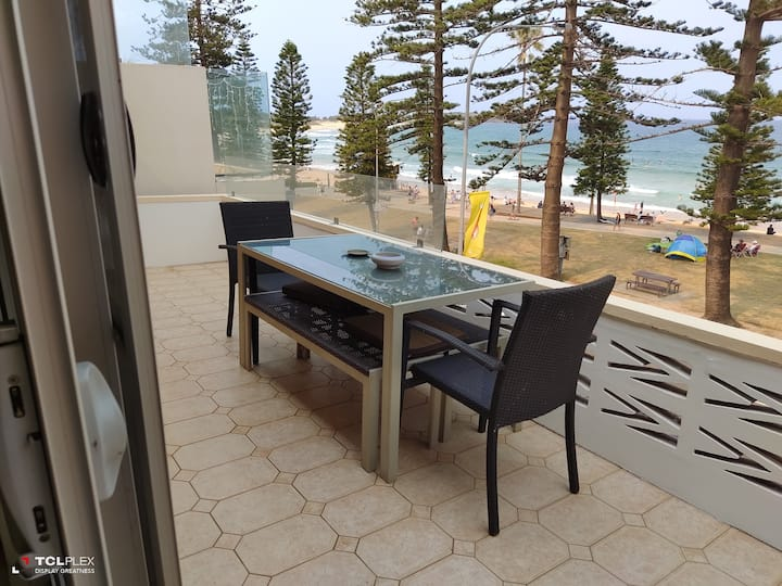 Absolute beachfront apartment Dee Why