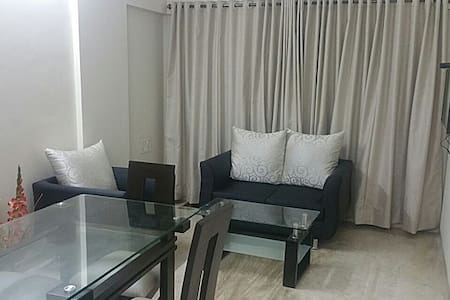 Classy Three Bedroom Apartment in Bandra, Mumbai - Mumbai - Wohnung