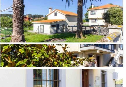 Mera , casa con gran jardín y a 300m de las playas