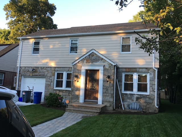 Room close to Nautical Mile and  LIRR in Freeport - Freeport - Ev