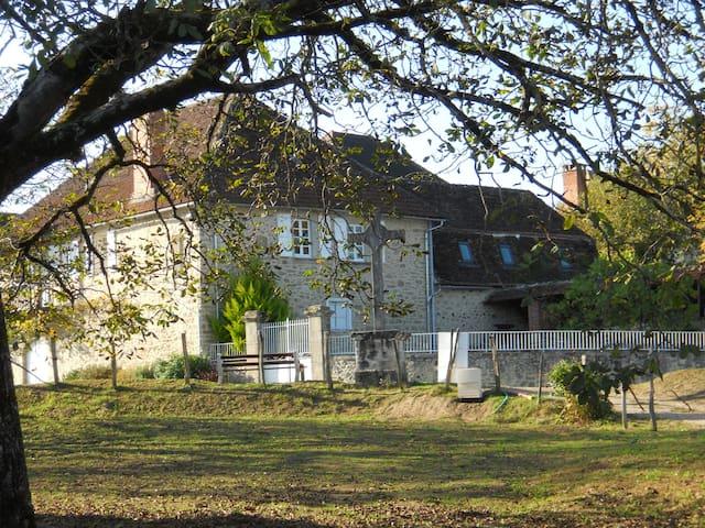 Dominant la vallée de la Dordogne