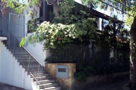Casa bem localizada - segundo piso