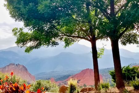 Large Central ⛰️Garden of the Gods⛰️Vacation Home