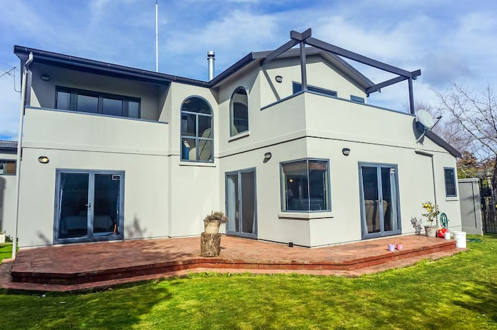 Great View Holiday Home-Near Lake Rotorua