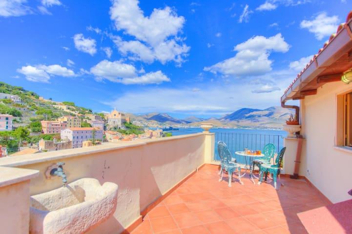 Holiday Home Gaeta 4+2sleeps Airco Terrace Quiet - Gaeta - Rumah