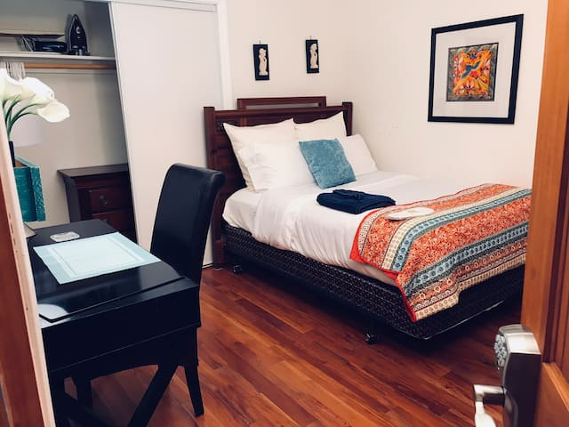 Clean Private Room w/ TV, Kitchenette in Safe Area