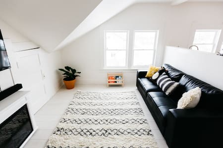 Avama Loft - College Place - Apartemen
