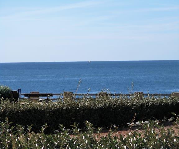face à la mer studio avec grande terrasse