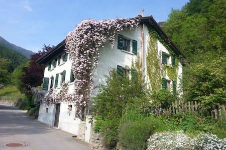 La Galerie Inzerby - Martigny-Combe - Rumah