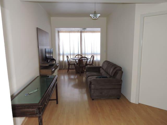 Lindo Apartamento,  vista p/ parque da Redenção.