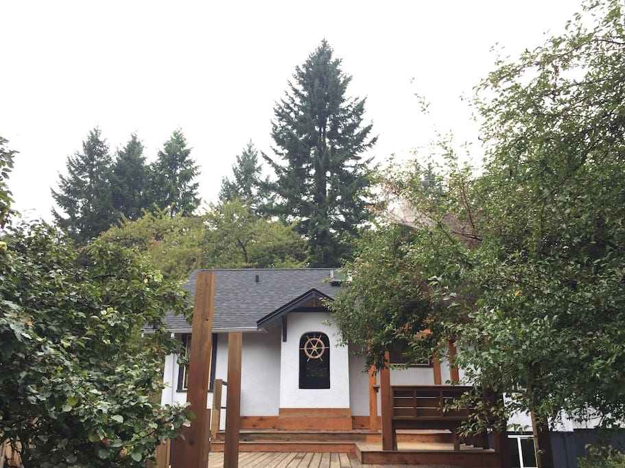 2000 sq/ft house with yard