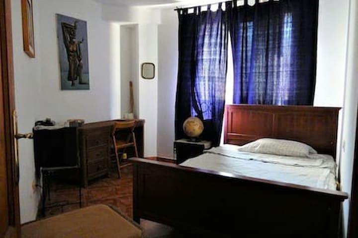 Zimmer (3) in geräumiger Wohnung in La Aldea