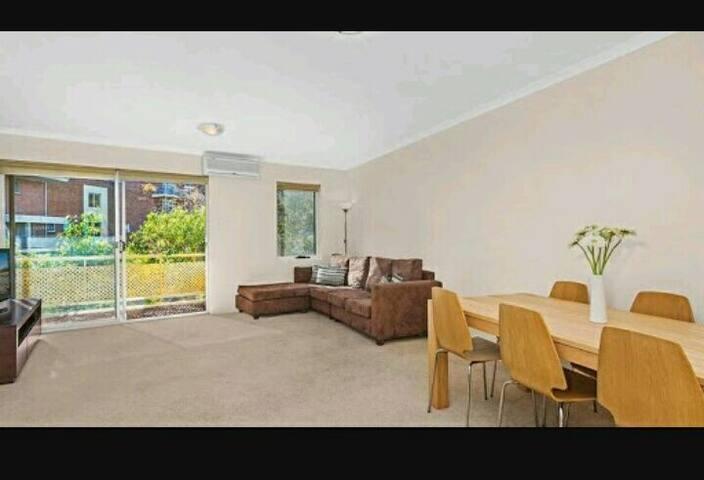 Spacious Double Room in Eastern Sub - Kensington - Flat