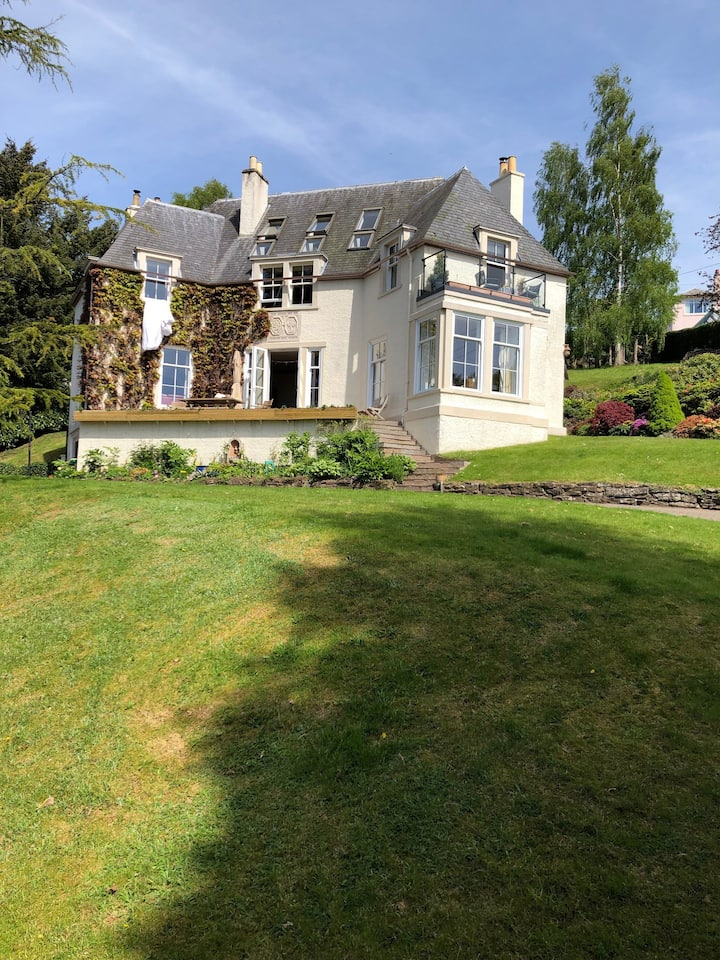 Idyllic location at the gateway to the Highlands
