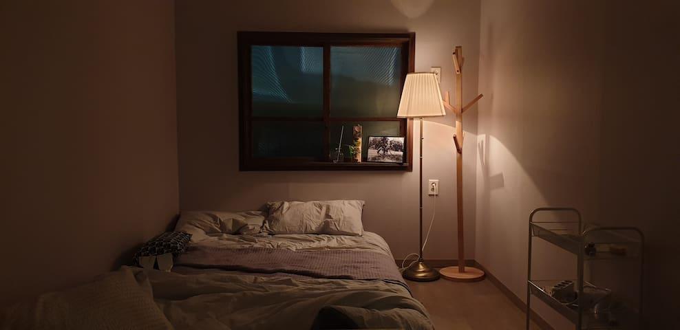 홍제원 게스트하우스, 다락이 있는 방.