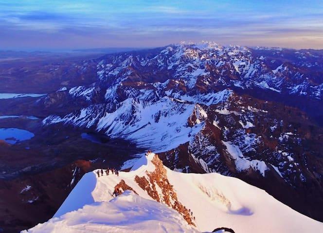 La Paz, capital del turismo de montaña.