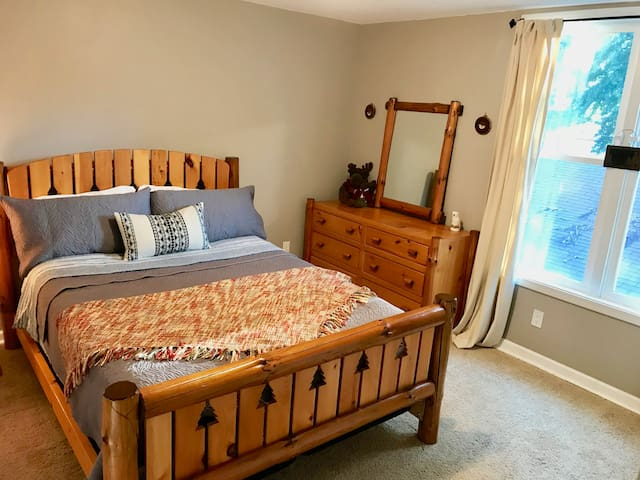 Cozy Room, Private Bath, Near Twin Cities
