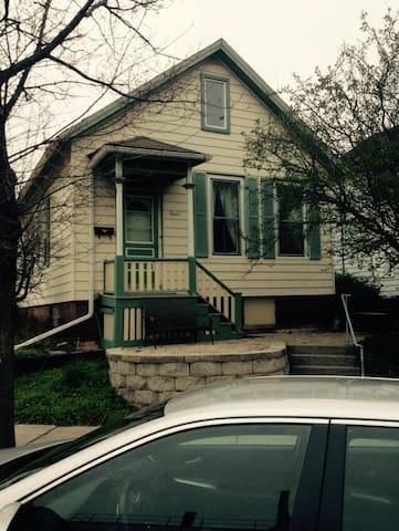 Great location / Really Good Price - Milwaukee - House