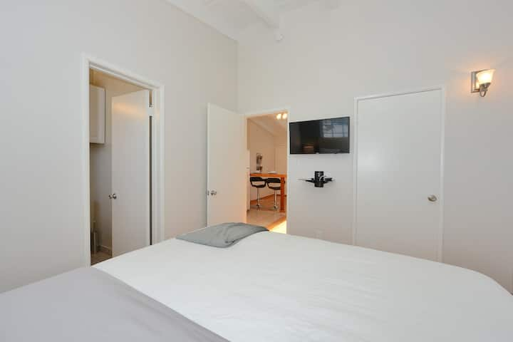 1 bedroom beach pad with parking-M24