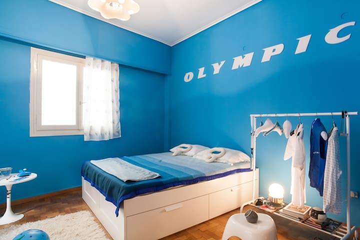 Olympic Airways - Economy class - Athina - Byt