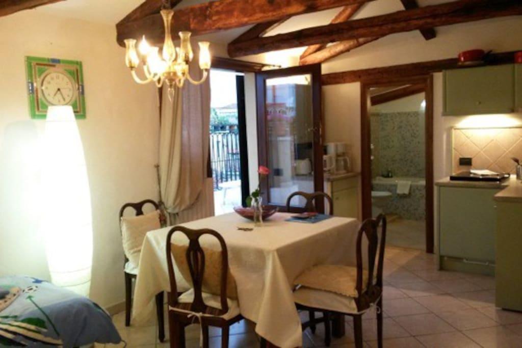 living with door to the terrace