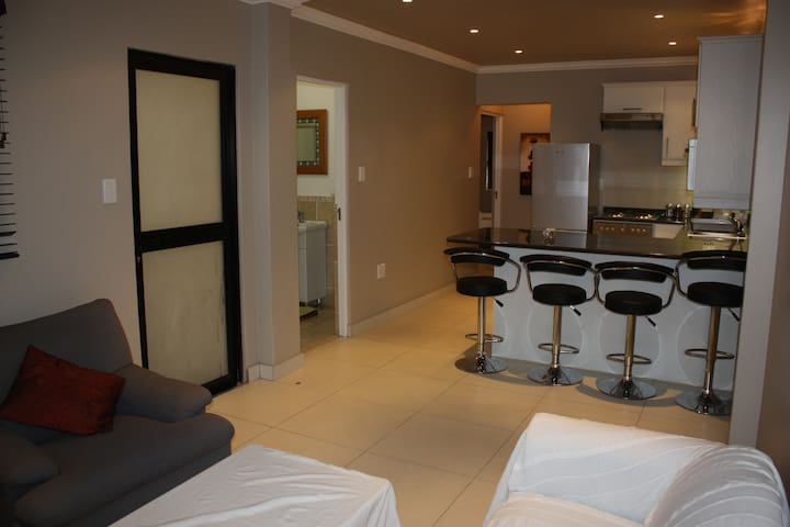 Heart of Durban North, Modern space - Durban North - Appartement