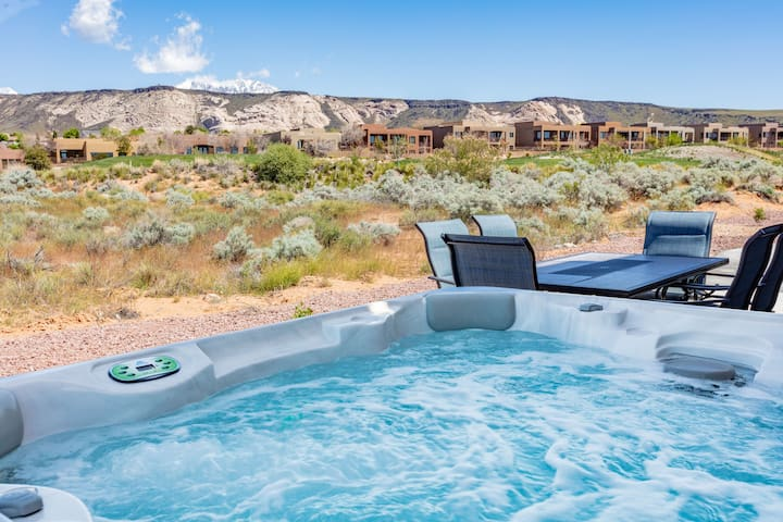 Brand new, impeccably clean, lovely vacation rental with private hot tub. - Desert Haven