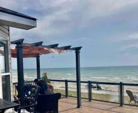 Wyldewood Beachfront, sleeps 6, with golf cart